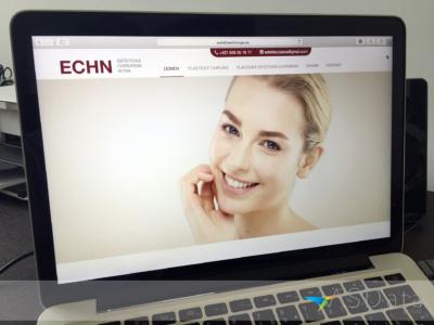 Estetickachirurgia.eu - MUDr. Peter Bakoš, webová stránka na notebooku