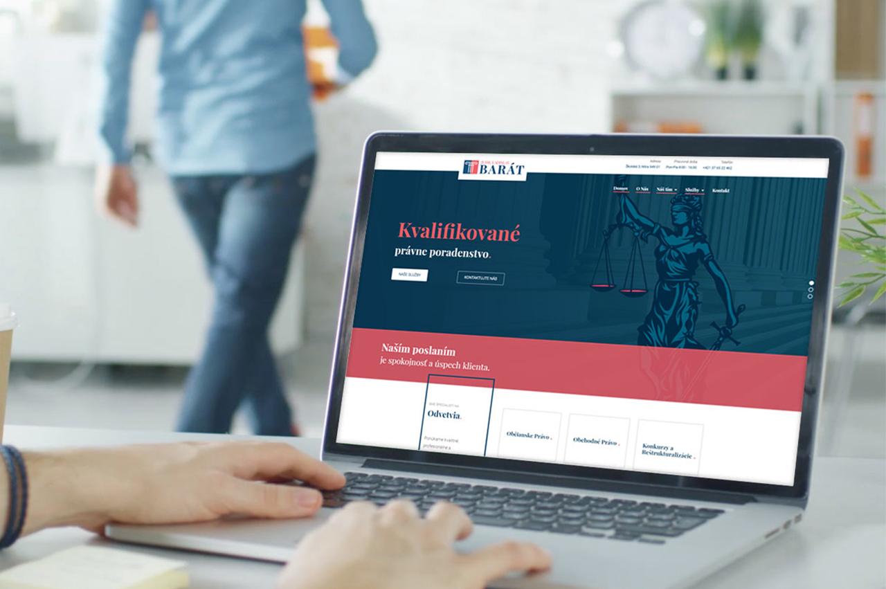 Internetová stránka pre advokátsku kanceláriu Barát, webová stránka na notebooku